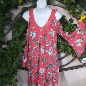 PRICE DROP TODAY 🍃🏵🍃NWT BEAUTIFUL DRESS